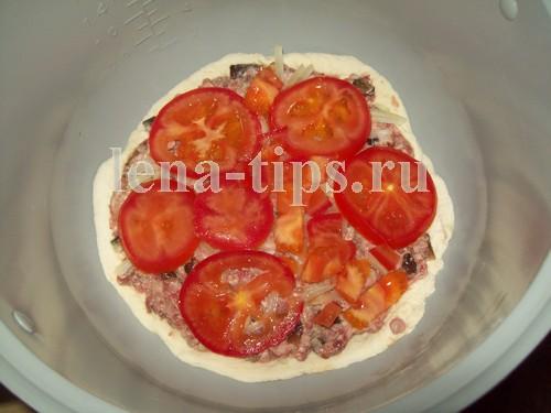 пицца в мультиварке с грибами и помидорами